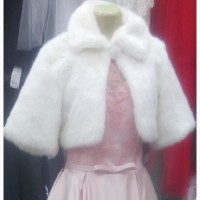 Продам шубку белую размер 46 М-ка