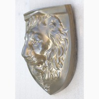 Барельеф - голова «Мудрый лев»