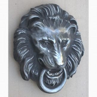 Барельеф - голова «Лев с кольцом в зубах»
